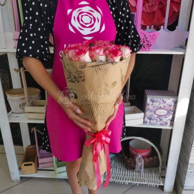 Розы сорта Джумилия в крафте
